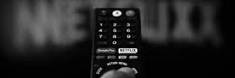 une télécommande de télévision